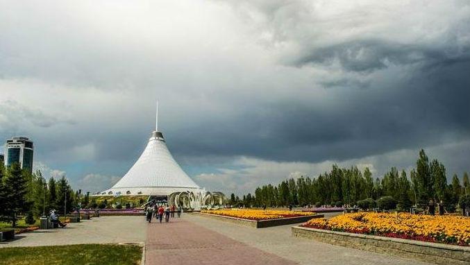 В небе над Казахстаном сфотографировали гигантский глаз